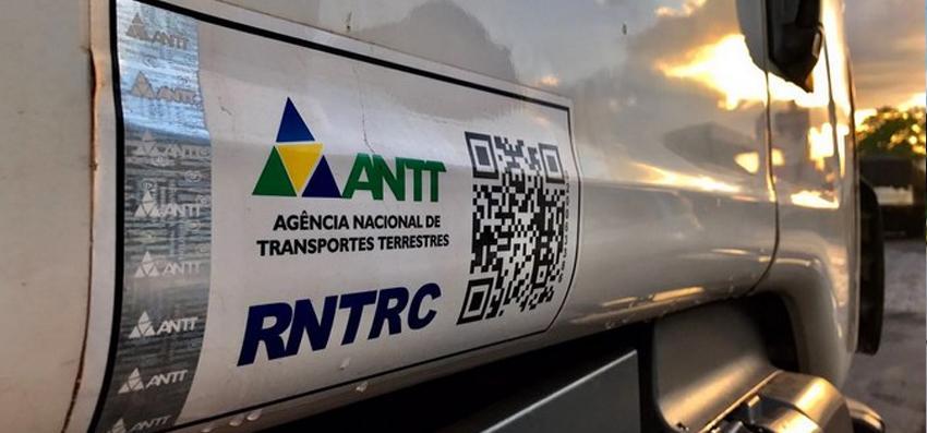Informativo Jurídico - 10/2019. ANTT acaba com adesivo de identificação do RNTRC e altera valor da multa aplicada por evasão ou obstrução de fiscalização.